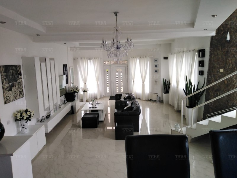 Casa 7 camere, Dambul Rotund