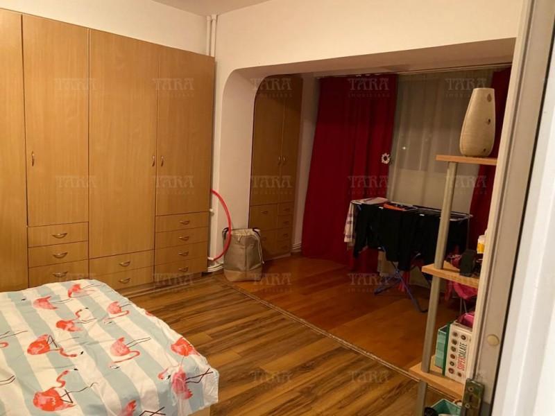Apartament Cu 4 Camere Semicentral ID V1098019 4