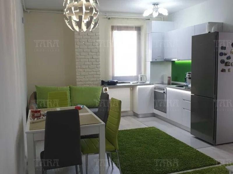 Apartament cu 3 camere, Vest