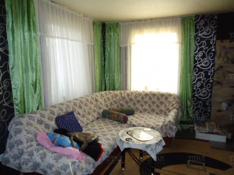Casa cu 7 camere, Floresti