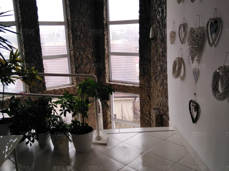 Casa Cu 7 Camere Dambul Rotund ID V750730 10