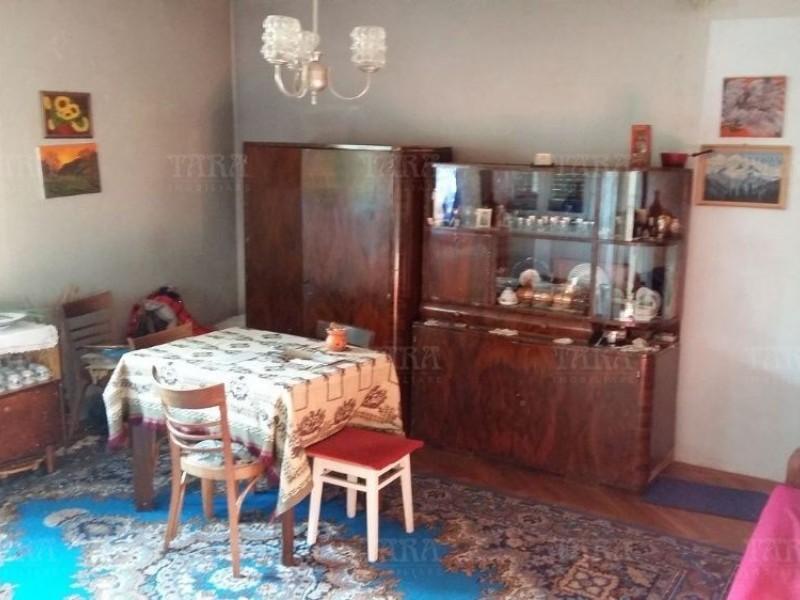 Casa cu 3 camere, Dambul Rotund