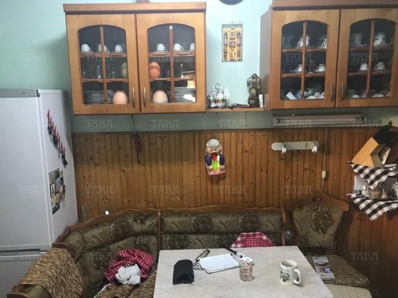 Casa cu 7 camere, Dambul Rotund