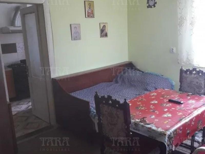 Casa cu 4 camere, Dambul Rotund