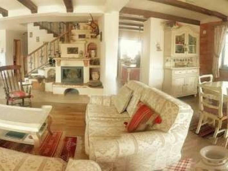Casa cu 6 camere, Floresti