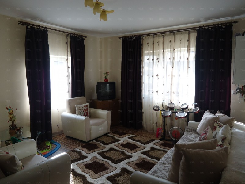 Apartament cu 6 camere, Floresti