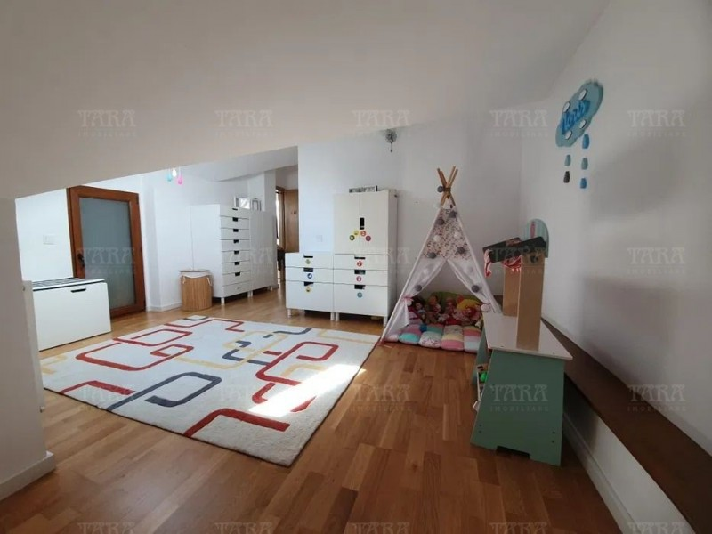 Apartament cu 4 camere, Andrei Muresanu