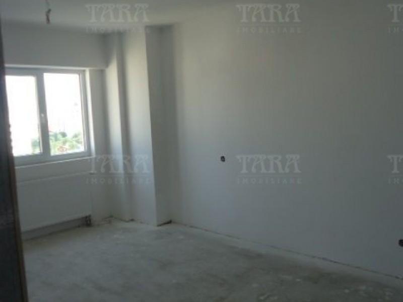 Apartament Cu 4 Camere Semicentral ID V7964 4
