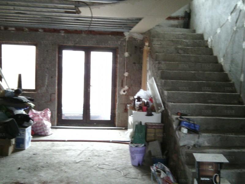 Casa cu 8 camere, Floresti