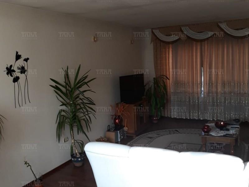 Casa Cu 4 Camere Dambul Rotund ID V563058 2