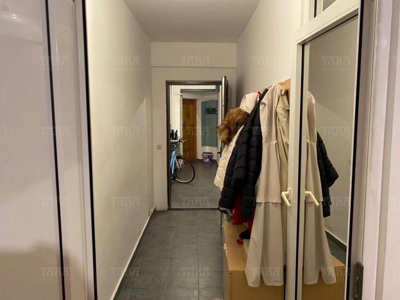 Apartament Cu 4 Camere Semicentral ID V1098019 12