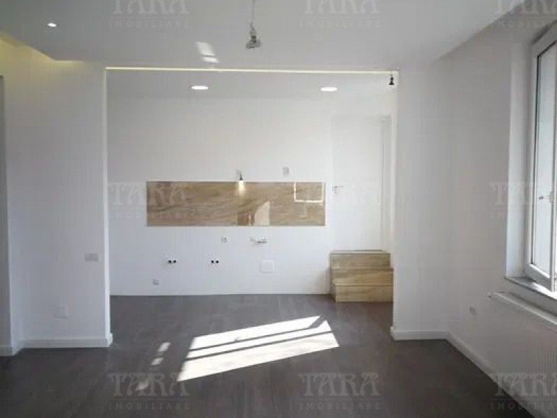 Apartament Cu 2 Camere Semicentral ID V917340 3