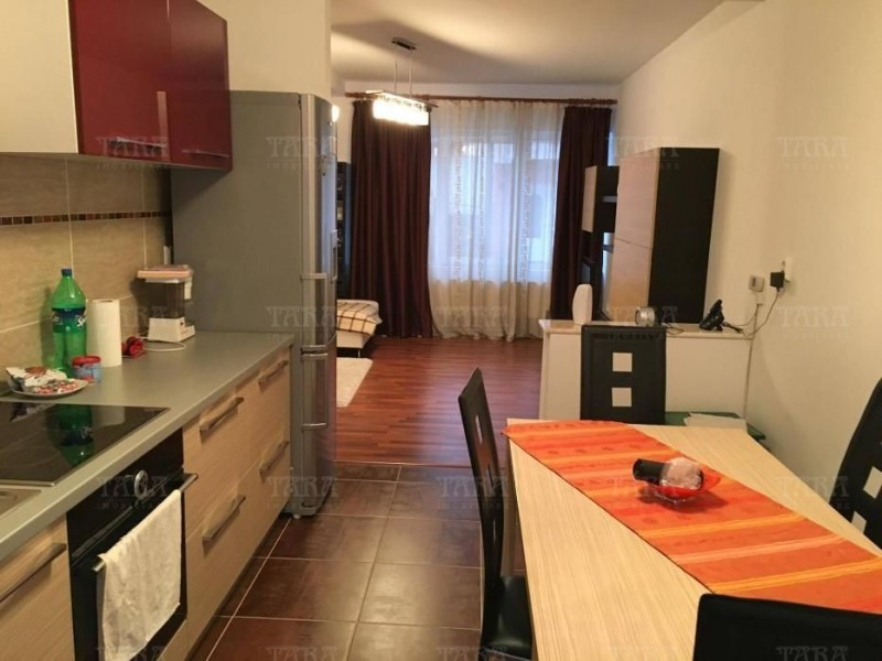 Casa cu 4 camere, Floresti