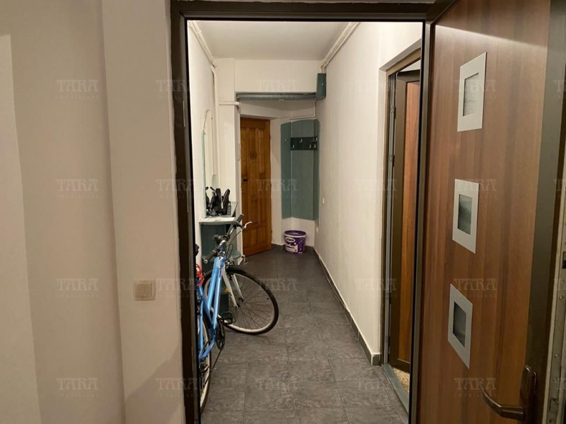Apartament Cu 4 Camere Semicentral ID V1098019 17