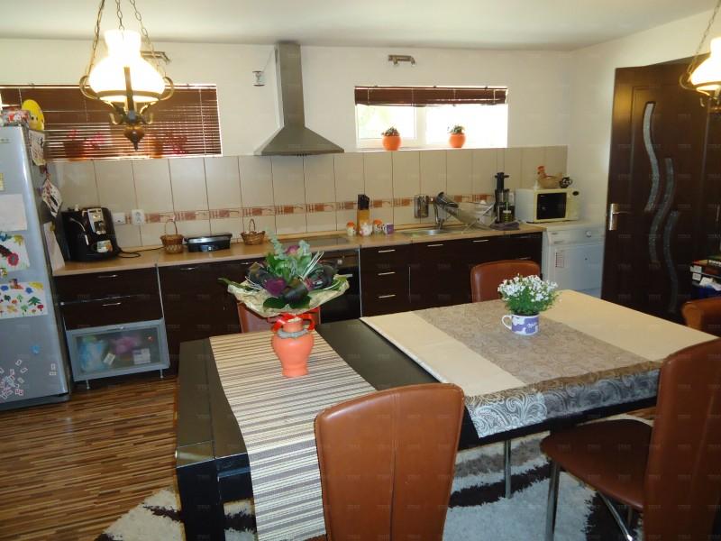 Apartament Cu 6 Camere Floresti ID V154990 2