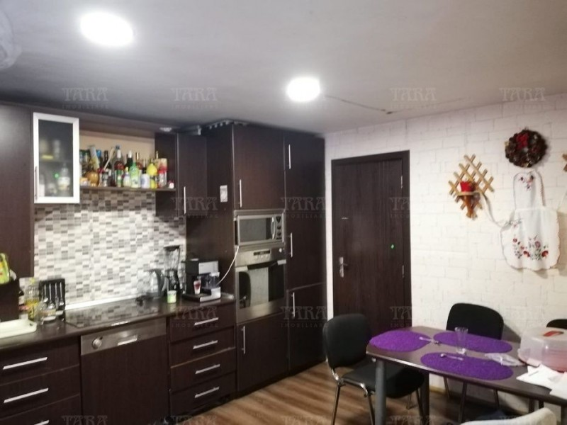Casa 4 camere, Dambul Rotund