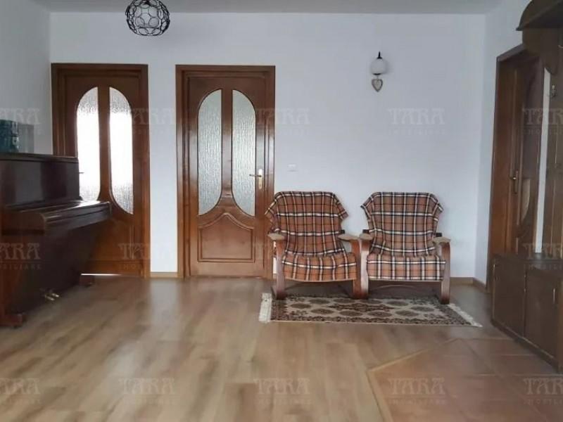Casa 6 camere, Floresti