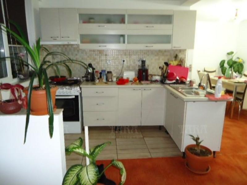 Casa 3 camere, Floresti