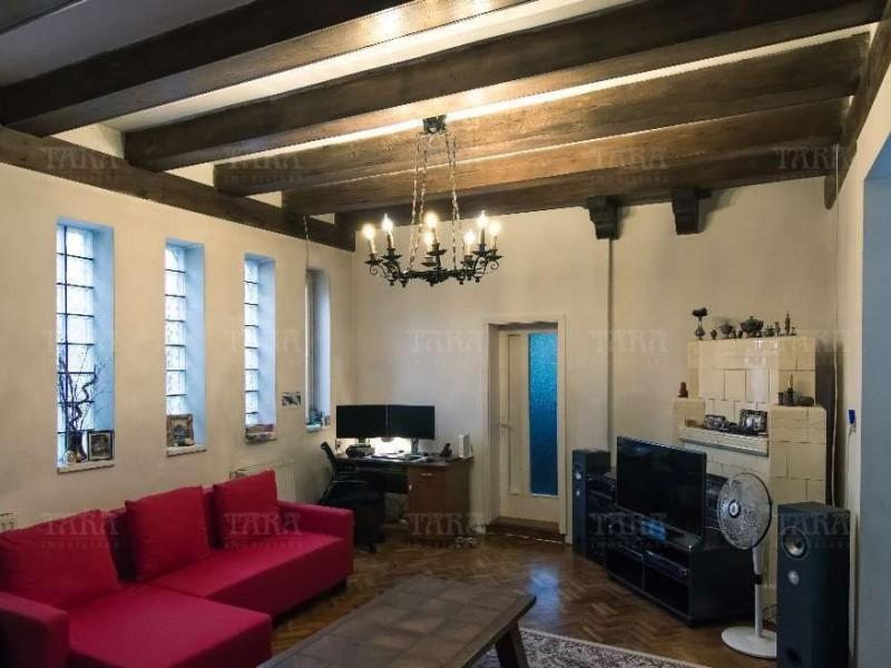 Casa cu 10 camere, Dambul Rotund