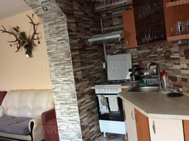 Casa cu 5 camere, Semicentral