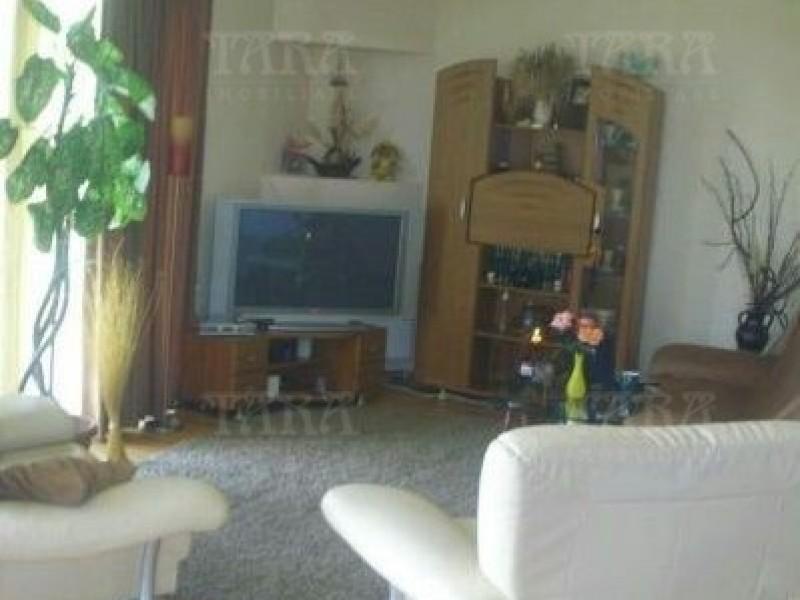 Casa Cu 6 Camere Dambul Rotund ID V323080 1