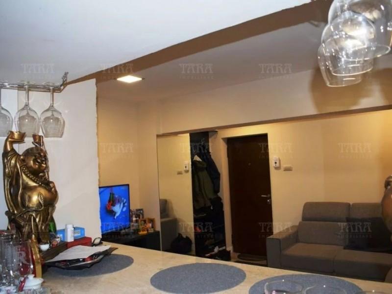 Apartament Cu 3 Camere Semicentral ID V648175 2